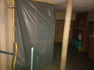 Installation und Trockenbau hinter der Staubschutzwand